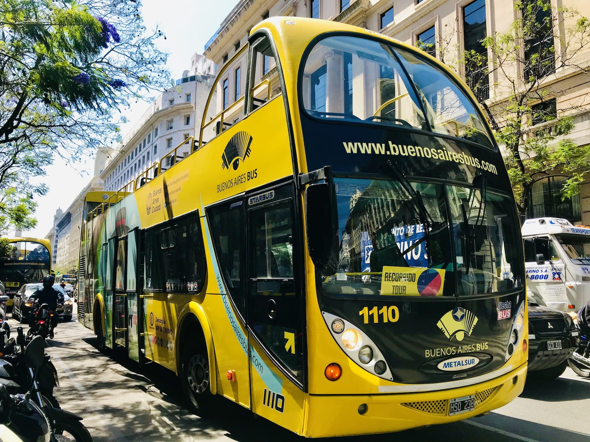 Hop on hop off Buenos Aires bus