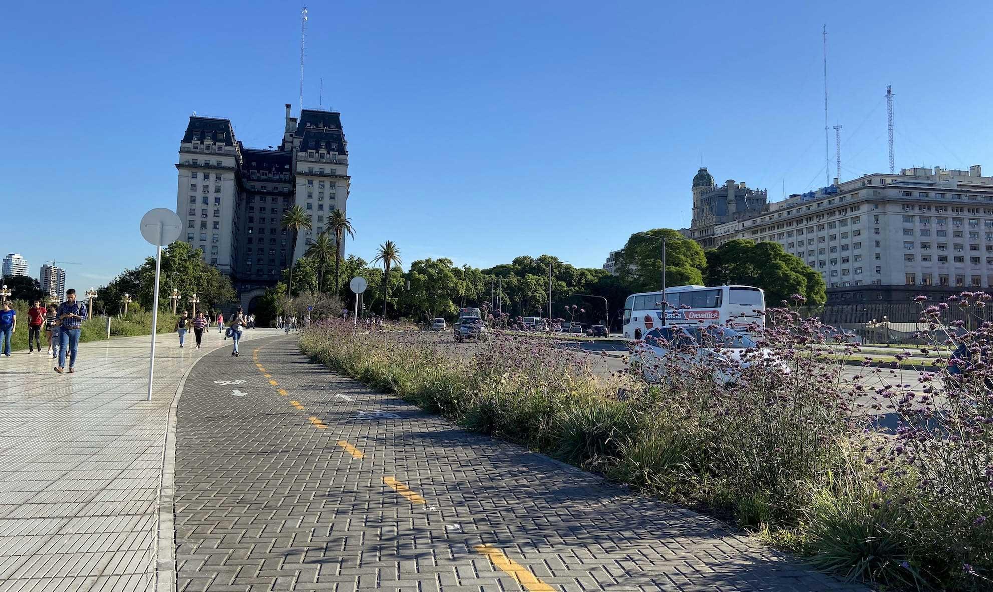 Bike-tour-Buenos-Aires-bikelane