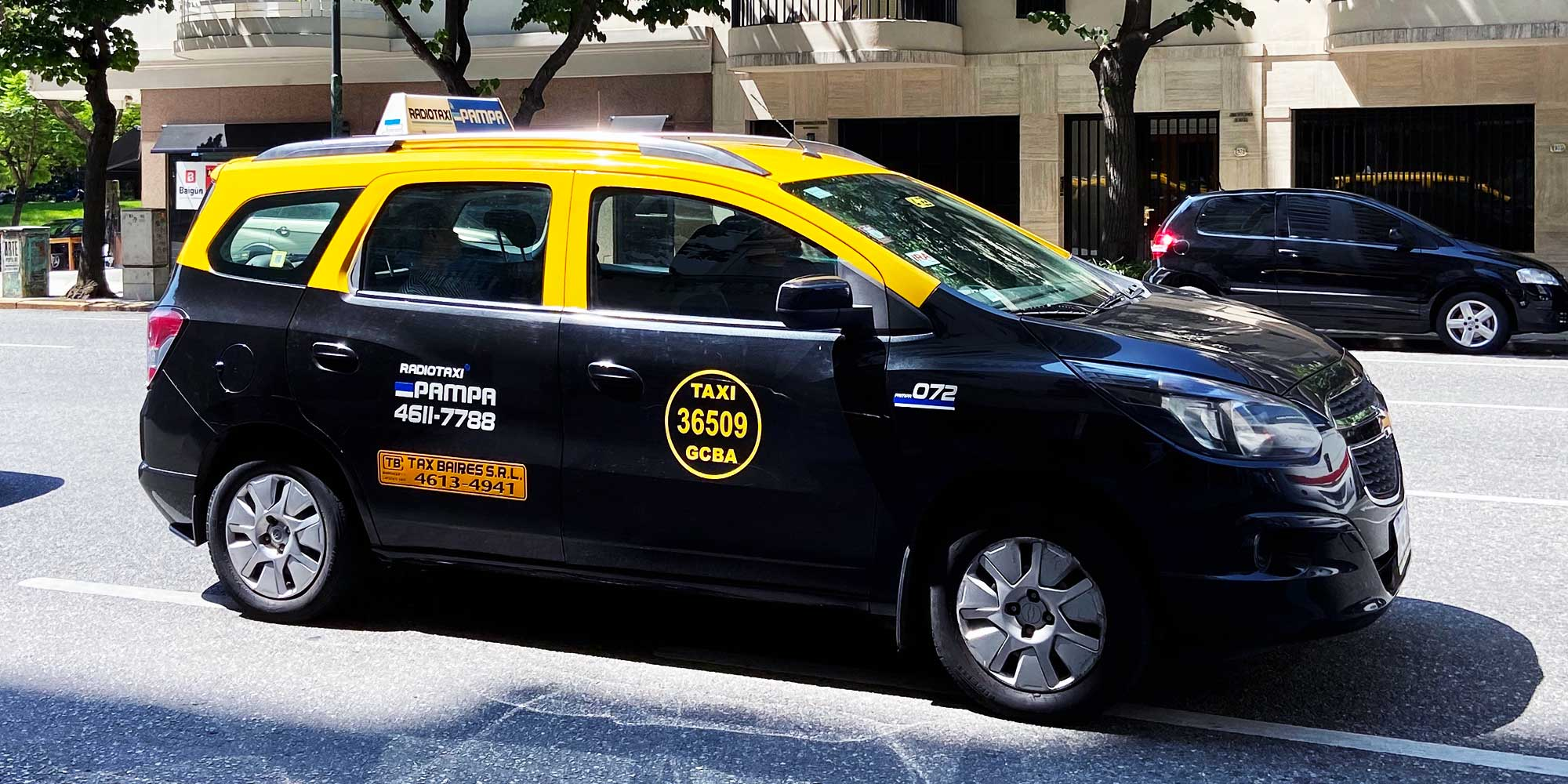Taxi in Buenos Aires painted yellow and black